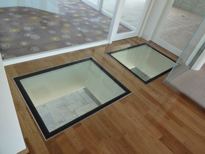 建美ガラス床-2